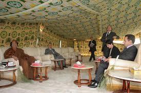 Le ministre de l'Intérieur, Nicolas Sarkozy, à Tripoli (Libye), le 6 octobre 2005
