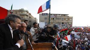 XXIIII 1 - BHL haranguant les prétendus rebelles libyens, 2011