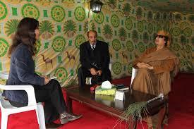 XXX 1 - Ici, Muammar Gaddhafi est avec D. Minui, journaliste, et Mr Moftah Missouri, 16 mars 2011