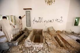 XXXII 5 - Les tombes de la Famille Gaddhafi profanées par les amis des chefs d'Etats occid.x criminels, 2011