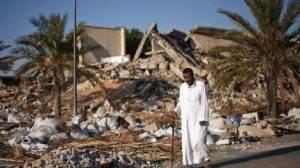 XXXVI 5 - Un Libyen devant Bab al-Azizia, Tripoli (Libye), 2 juin 2012