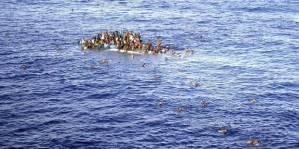 XXXVI 7 - Nauf. bat. en Méd. de qq 400 Migr. fuy.t la Libye, 198 sauvés, 111 cadavres retrouv., des disparus, Je 27 at 2015
