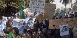 XXXVII 1 - Non aux régimes occidentaux. Abats Sarkozy, Obama. Vive Kadhafi. C'était pourtant clair