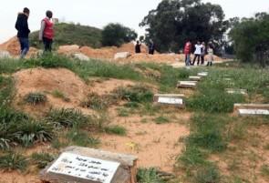 XXXVII 6 - Tombes ss nom pr les migrants noyés, ds le cimetière de Bir el-Osta Milad, près de Tripoli (Libye), 9 Déc. 2015