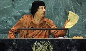 III 7. Muammar Gaddhafi parlant de la Charte de l'ONU à l'ONU, 23 septembre 2009