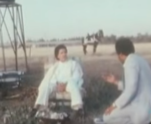 III 20-2. Interview dans le désert, près d'un mobilhome
