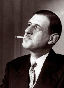 charles-de-gaulle-fume